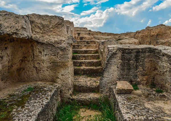 Podział źródeł i materiałów archeologicznych