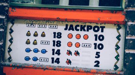 Jak wyglądał pierwszy automat do gier hazardowych